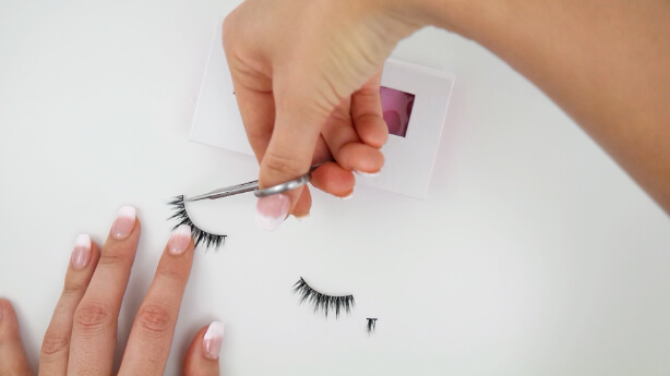 how to trim your false eyelashes