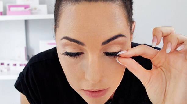 easiest way to apply false eyelashes